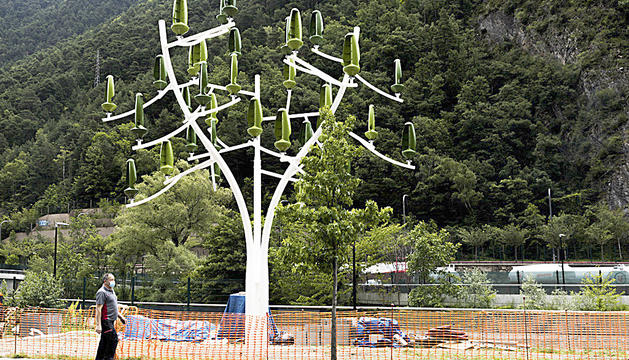 L''arbre del vent' a Santa Coloma.
