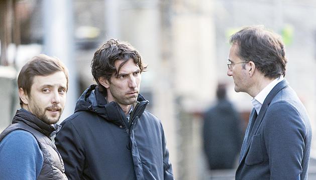 Jaume Nogués, al centre, conversant amb Ferran Vilaseca a Prada de Moles.