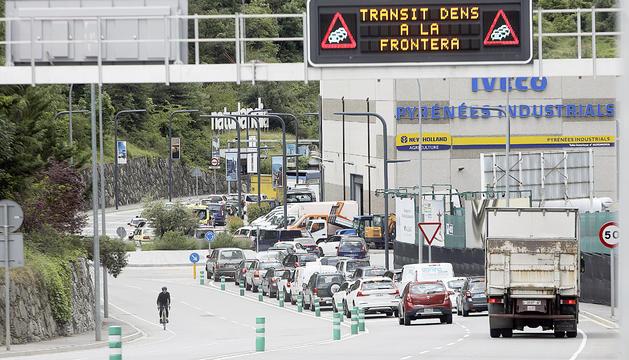 Retencions a la frontera després d'aixecar-se les restriccions de mobilitat.
