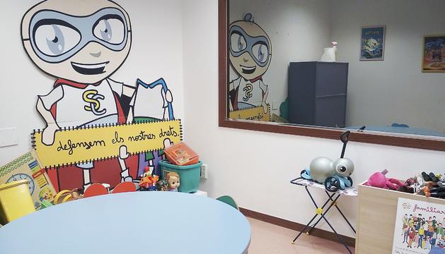 La sala on es realitza la declaració del menor amb el psicòleg forense.
