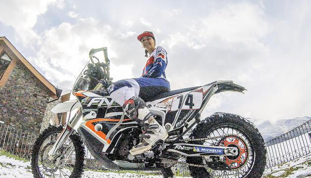 Margot Llobera amb la KTM amb què intentarà disputar el Dakar.