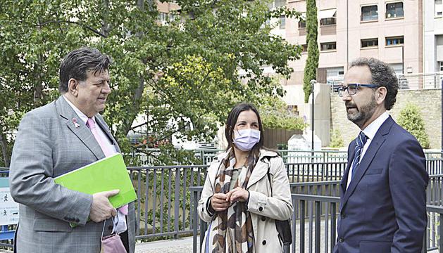 Josep Saravia i el director de negoci de Vallbanc.