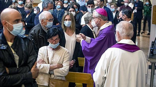 Més autoritats que famílies al funeral