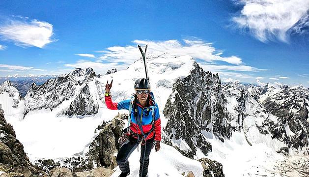 Stefi Troguet puja al Roche Faurio, de 3.730 metres