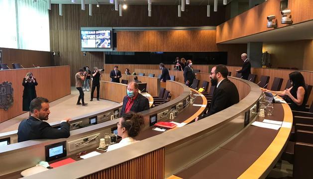 Els consellers generals abans de l'inici de la sessió d'aquesta tarda.