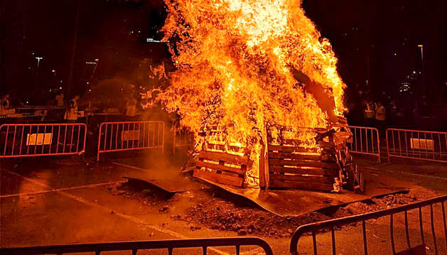 Una foguera de Sant Joan a Escaldes-Engordany.