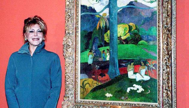 La baronessa Thyssen amb l'obra 'Mata Mua', de Gauguin.