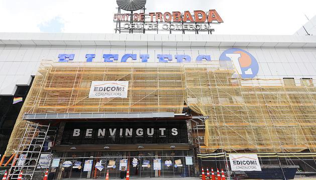 S'estan fent obres de reparació a l'edifici, afectat per l'esllavissada de la Portalada, fet que també es remarca a l'escrit.