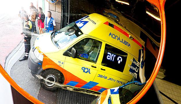 Una de les ambulàncies de la concessionària prestant un servei.