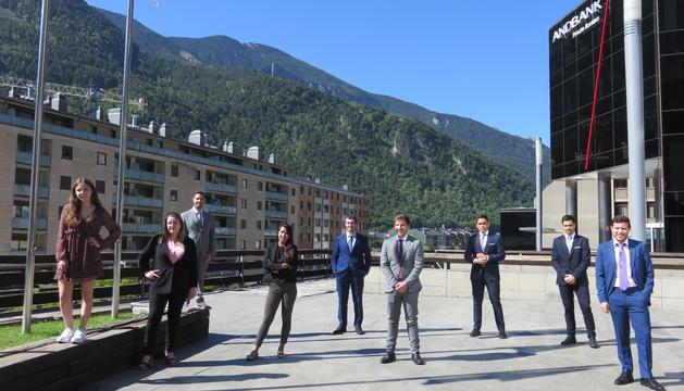 Andbank incorpora nou joves durant l'estiu