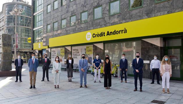 Els dotze joves de les estades d'estiu de Crèdit Andorrà