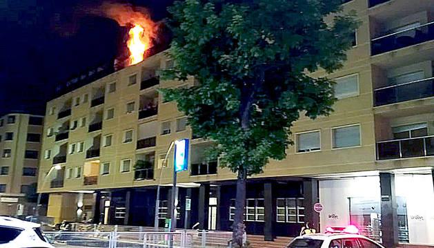 L'home ingressat per l'incendi es troba crític a l'UCI