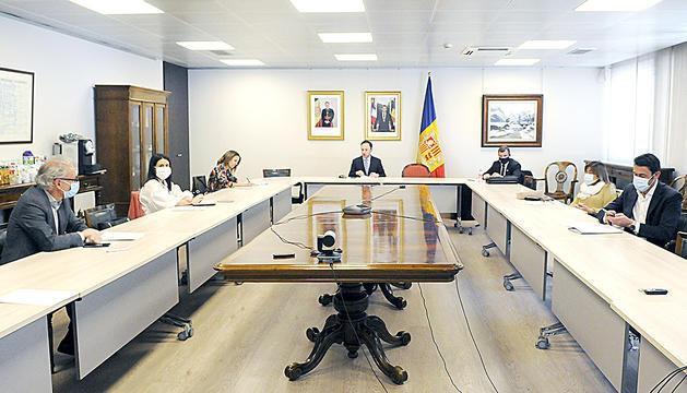 Els cònsols en una reunió amb el cap de Govern.