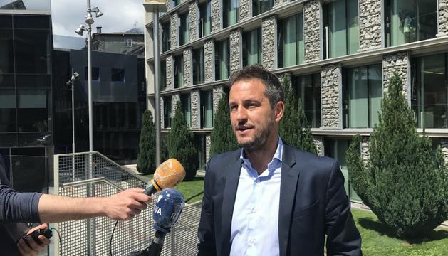 Pere López ha convocat a la premsa a la plaça Lídia Armengol