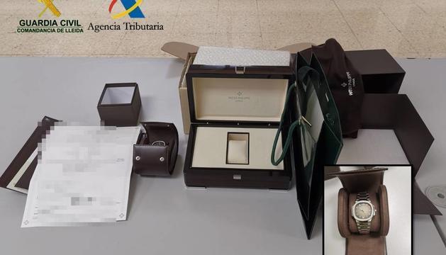 El rellotge confiscat i l'estoig de fusta