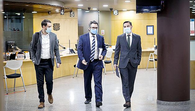 El ministre Jover, acompanyat dels secretaris d'Estat Galabert iBallestà abans de la roda de premsa.