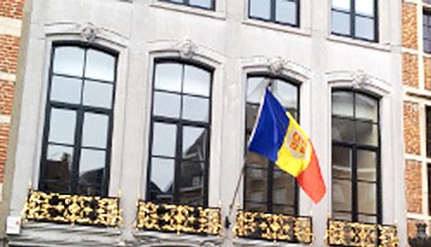 La façana de l'ambaixada d'Andorra al centre de Brussel·les.