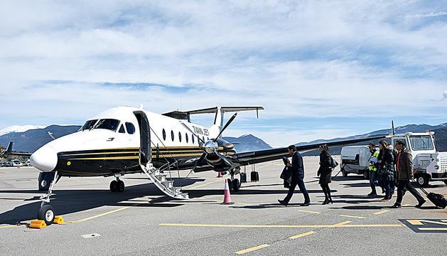 Una aeronau a l'aeroport d'Andorra-la Seu.