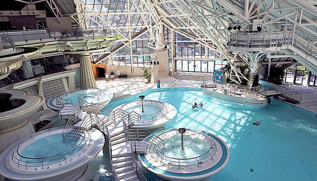 Les piscines interiors de Caldea el dia de la reobertura.