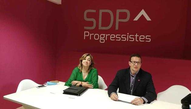 Josep Lluís Donsion i Elisabet Zoppetti, en la roda de premsa d'aquesta tarda