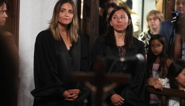 La fins ara presidents dels batlles, Laura Rodríguez, a l'esquerra