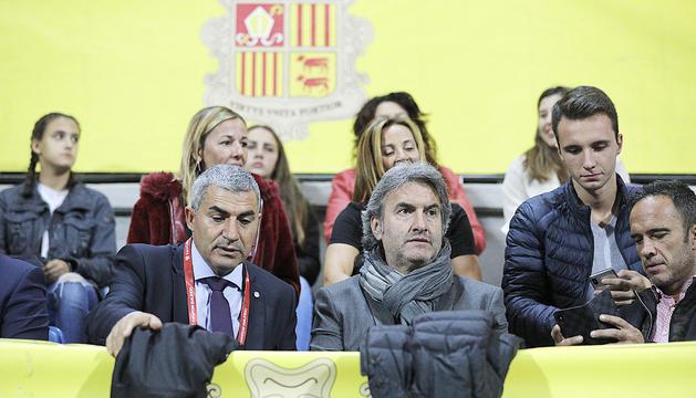 Fèlix Álvarez i Justo Ruiz durant un partit de la selecció a l'Estadi Nacional.