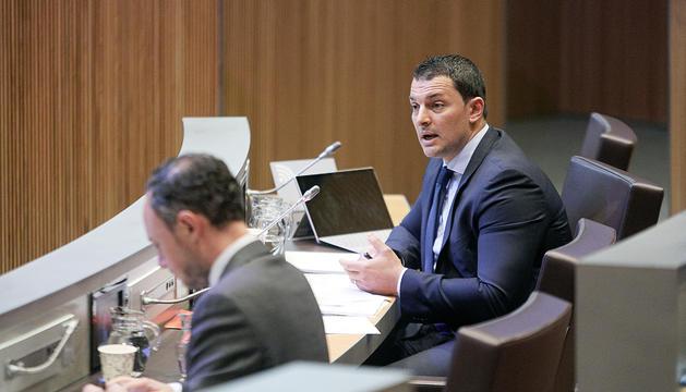 El ministre Gallardo intervenint al Consell General.