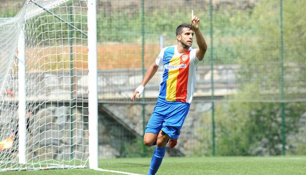 Ernest Forgas celebrant un gol amb l'FC Andorra.