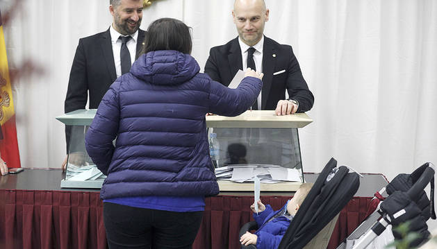 Una dona votant a les passades eleccions generals.