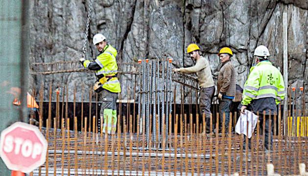 Treballadors de la construcció en una obra.