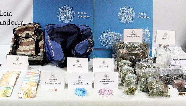 Els diners i part de la droga comissada.