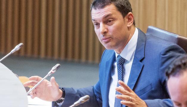 El ministre Jordi Gallardo en seu parlamentària.