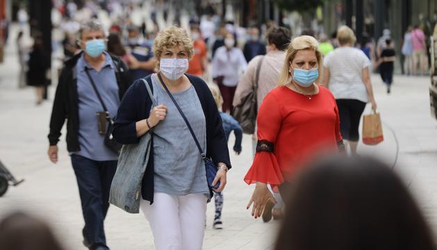 Ciutadans amb mascareta pel carrer el 15 de juliol