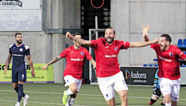 Jordi Roca celebrant el gol de l'Inter davant el Vall Banc.