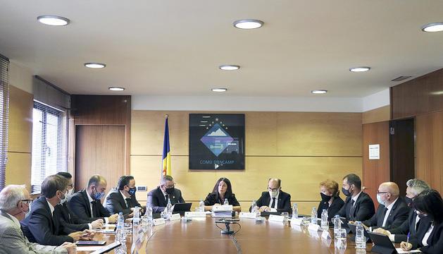 Els membres de la corporació encampadana durant la sessió de consell de comú.