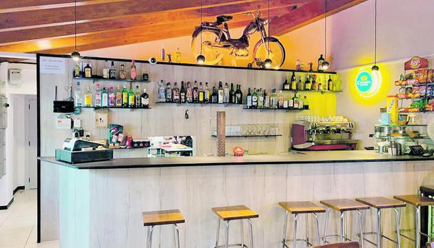 Interior del bar Pontones.