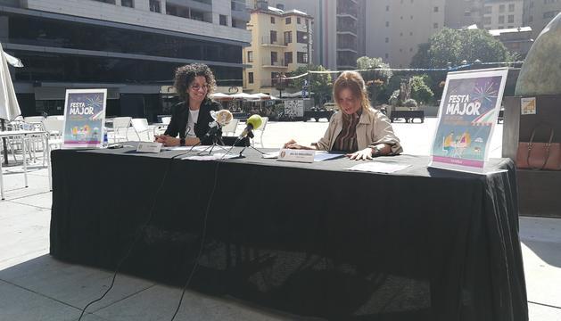La cap de Cultura, Laura Rogé, i la cònsol menor, Mireia Codina.