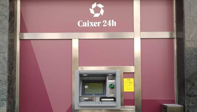 Un dels caixers de la nova xarxa compartida per tots els bancs