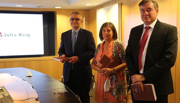 Isidre Bartumeu, Maria Martí i Joan Manel Abril, en la presentació del llibre d'aquest matí.