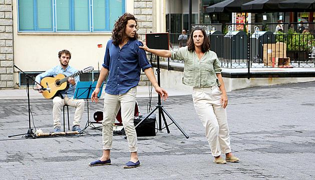 La capital omple els carrers de música i Dansa