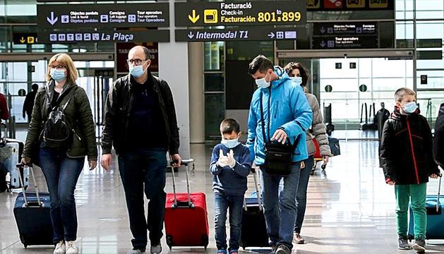 Aeroport JosepTarradellas-El Prat, amb les normes de seguretat.