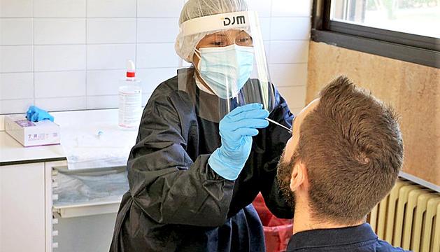 Proves de PCR en un CAP de Catalunya.