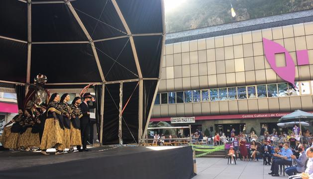 L'Esbart Lauredià interpretant el ball de La Marratxa