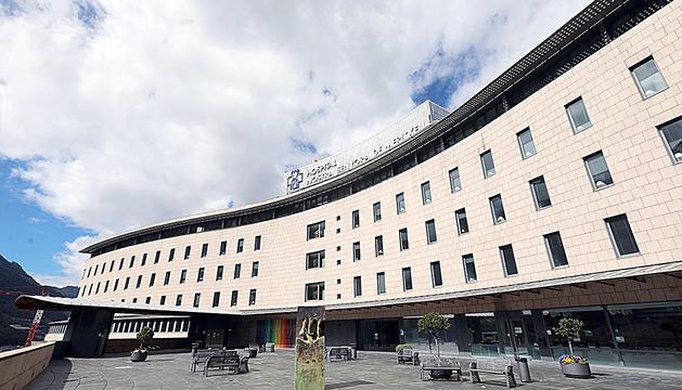 L'exterior de l'hospital durant la crisi sanitària.