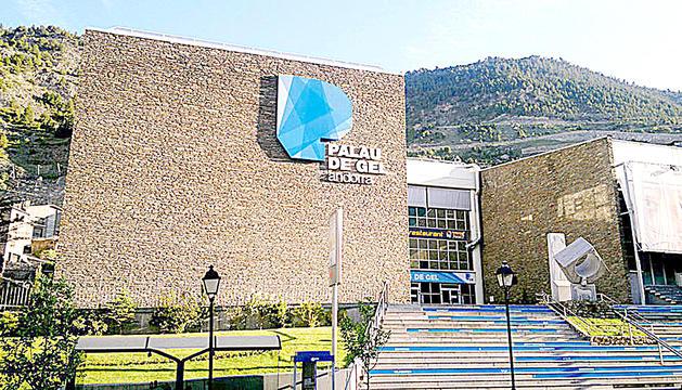 La façana del Palau de Gel a Canillo.
