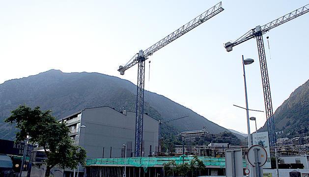 Grues de la construcció a la zona del Clot d'Emprivat.
