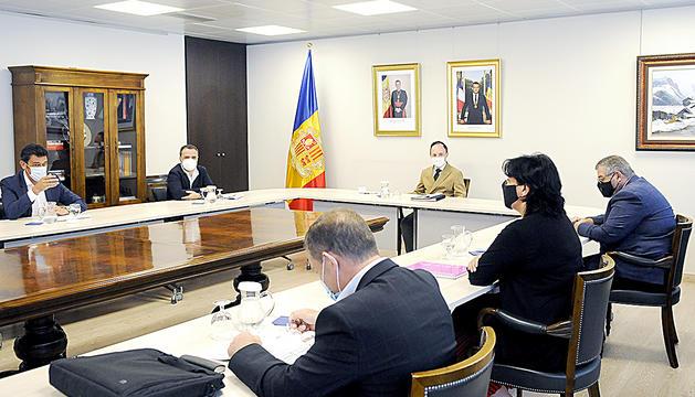 Reunió del Govern amb els comuns per presentar el nou full de ruta de l'executiu.