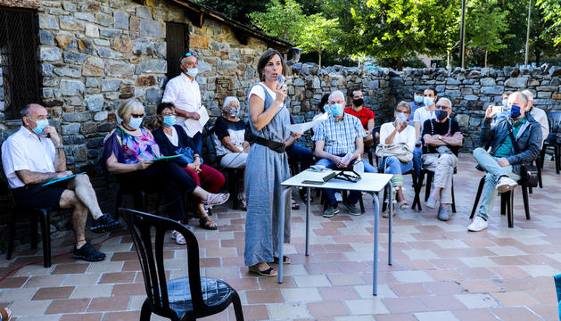 La portaveu del moviment AD.HOC, Diana Torra, durant la presentació feta ahir.