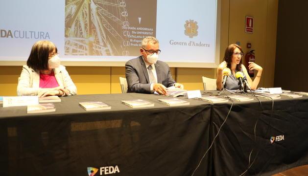La presidenta de la Societat Andorrana de Ciències, Àngels Mach, el director general de FEDA, Albert Moles, i