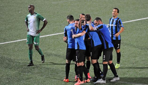 Els jugadors de l'Inter celebrant un gol al duel de lliga contra el Sant Julià.